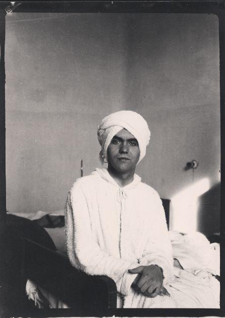 Federico García Lorca con turbante en la Residencia de Estudiantes, Madrid, 1924. Copia actual.