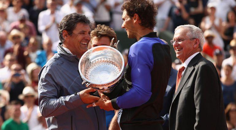 Toni le entrega a su sobrino el décimo título de Roland Garros