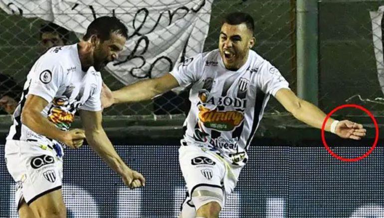 Allende celebra el gol de su equipo ante Independiente