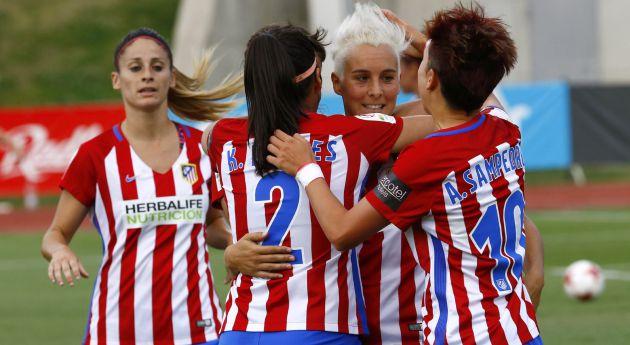 Las jugadoras del Atlético de Madrid celebran el gol de Priscila Borja
