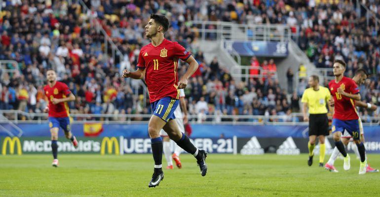 Marco Asensio celebra uno de los goles de España ante Macedonia