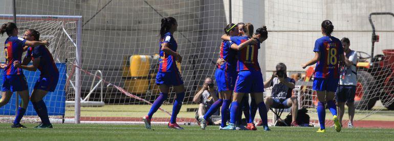 Los jugadoras del Barça celebran un gol en la final