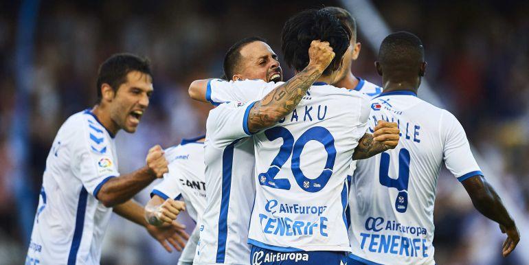 Los jugadores del Tenerife celebran el gol del partido