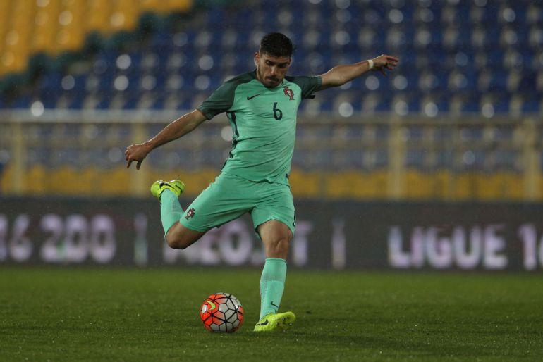 Rubén Neves durante un partido de Portugal