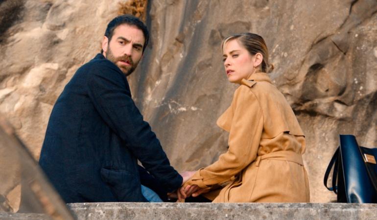 Jon Plazaola y María León en el último capítulo de 'Allí abajo'