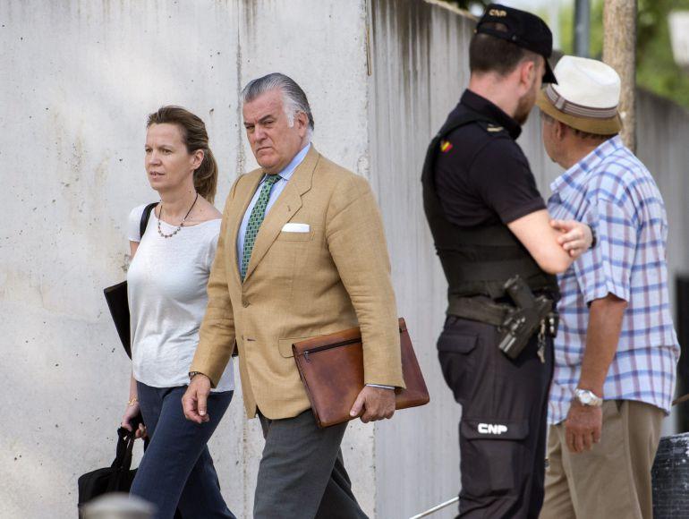 El extesorero del Partido Popular Luis Bárcenas, a su llegada a la sede de la Audiencia Nacional donde se celebra una nueva sesión del macrojuicio de Gürtel