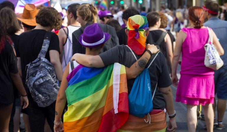 Asistentes a desfile de orgullo gay en Nueva York