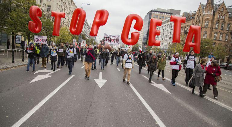 Protestas contra el acuerdo comercial entre la UE y Canadá en Polonia