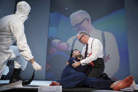Escena extraída de la obra de teatro que actualmente se realiza en Broadway.