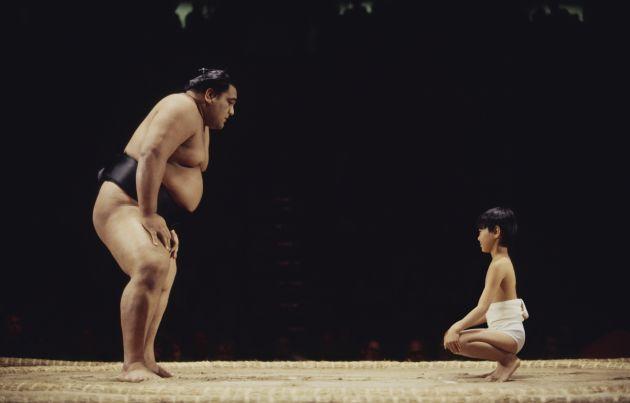 Apúntate y reta a un luchador de sumo.