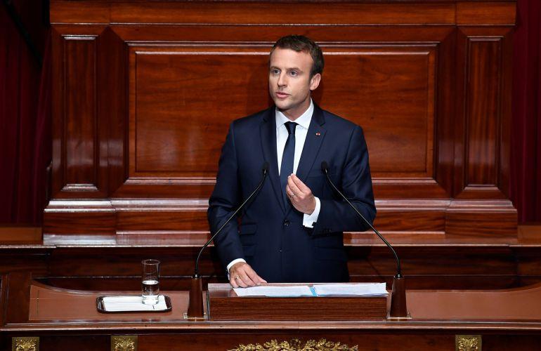 Resultado de imagen de Macron propone reducir diputados y senadores