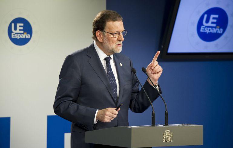 El presidente del Gobierno, Mariano Rajoy, durante la rueda de prensa ofrecida en Bruselas, tras asistir a la reunión del Consejo Europeo