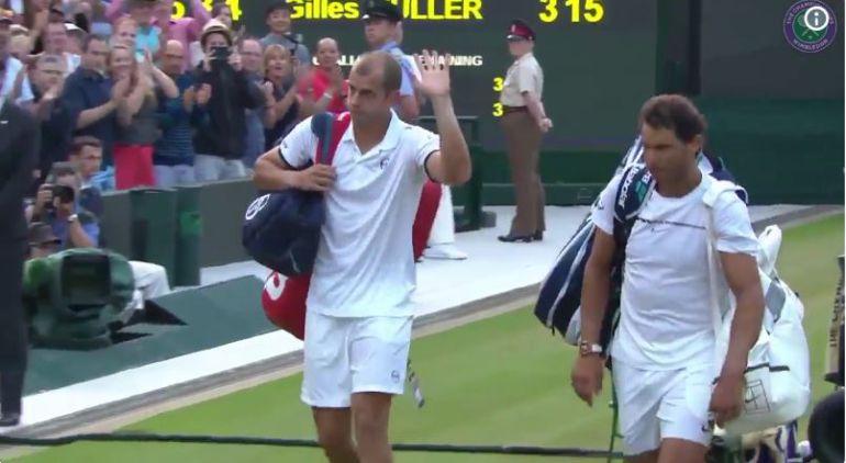 Gilles Muller y Rafa Nadal, al término de su maratoniano partido en Wimbledon.