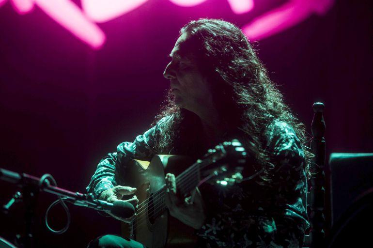 El guitarrista Tomatito, durante el concierto que ha ofrecido acompañado por el pianista dominicano Michel Camilo