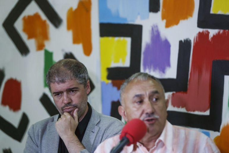 El secretario general de CCOO, Unai Sordo (i) y su homólogo en la UGT, Pepe Álvarez durante una rueda de prensa la semana pasada