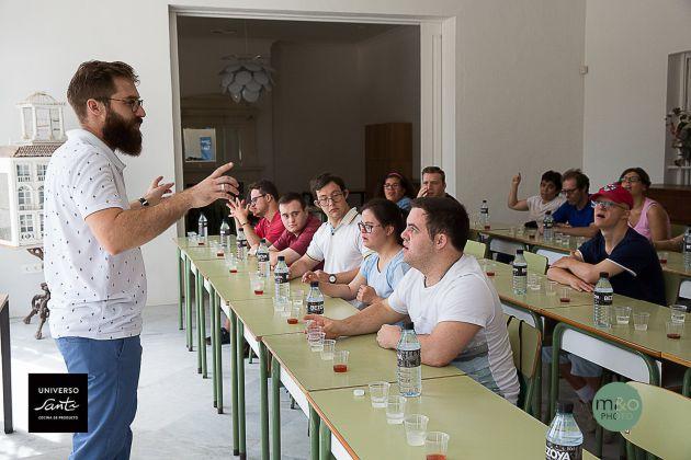 José Antonio Barragán, dando clase a los futuros trabajadores de Universo Santi.