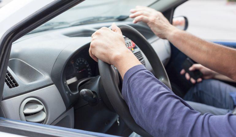 Según sus estudios, el 73% de los que se presentan por primera vez al examen de conducir suspende.