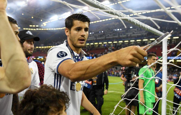 Morata corta la red después de ganar la última Champions en Cardiff