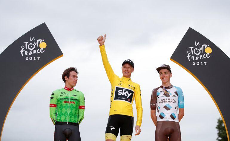 Chris Froome en el podium del Tour de Francia en los Campos Elíseos.
