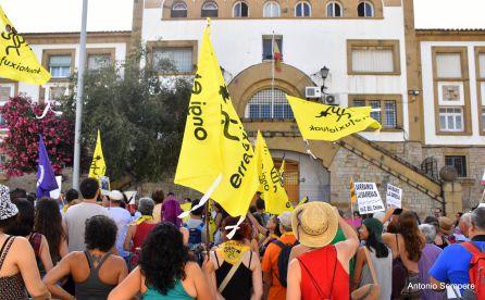 Manifestación delante del Centro de Internamiento de Emigrantes en Algeciras