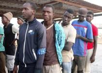 Encuentran 13 inmigrantes muertos en una embarcación frente a las costas libias