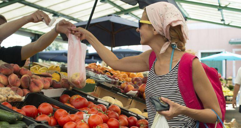 Con la medida se pretende evitar que millones de bolsas de plástico terminen anualmente en la basura o desechadas en el medio ambiente.