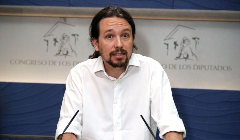 El líder de Podemos, Pablo Iglesias, durante la rueda de prensa que ha ofrecido este jueves en el Congreso de los Diputados para expresar su opinión sobre la declaración del presidente del Gobierno, Mariano Rajoy, como testigo en el macrojuicio de corrupción de la trama Gürtel.