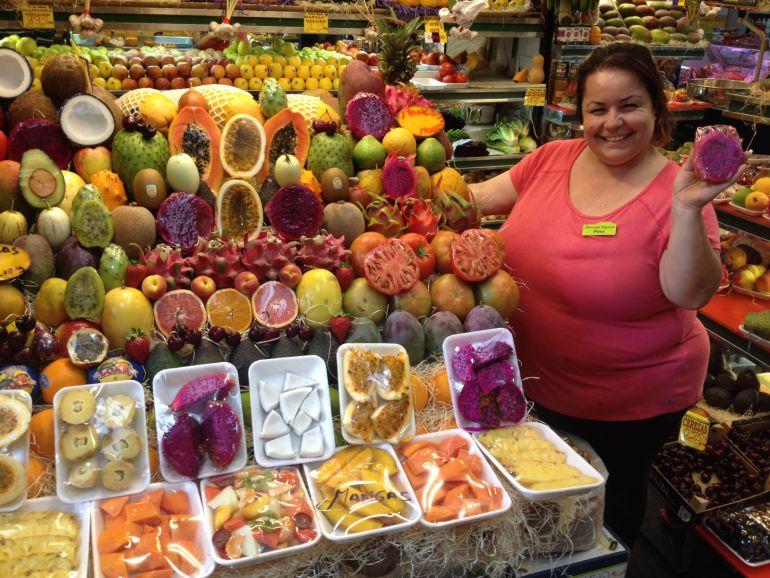Pino, en el puesto 'Frutas y Verduras Víctor y Katy' (Mercado Vegueta).