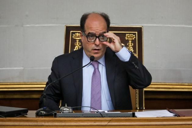 El presidente de la Asamblea Nacional de Venezuela, el diputado Julio Borges, participa en una sesión especial del organismo