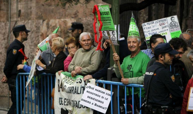 Preferentistas manifestándose frente a la Audiencia Nacional en una imagen de archivo