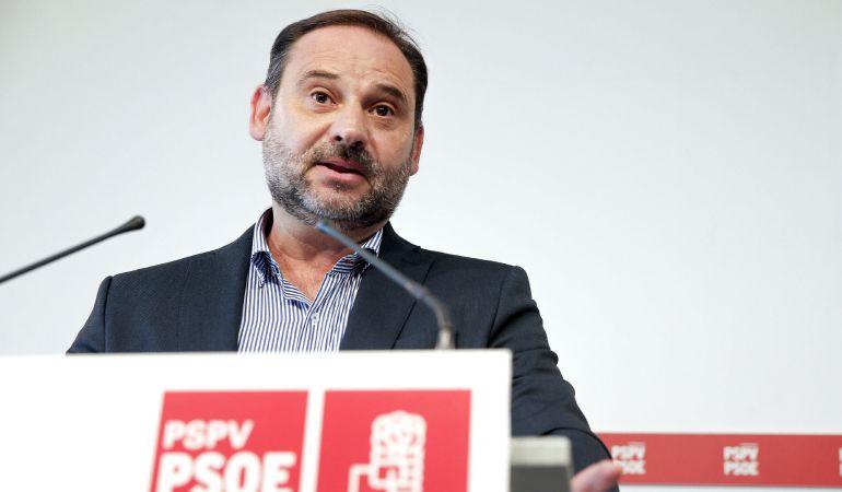 El secretario de Organización del PSOE, José Luis Ábalos, durante la rueda de prensa que ha ofrecido este viernes en Valencia.