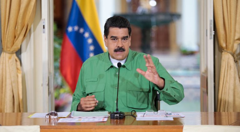 Fotografía cedida por prensa de Miraflores del presidente venezolano, Nicolas Maduro, en un acto de Gobierno