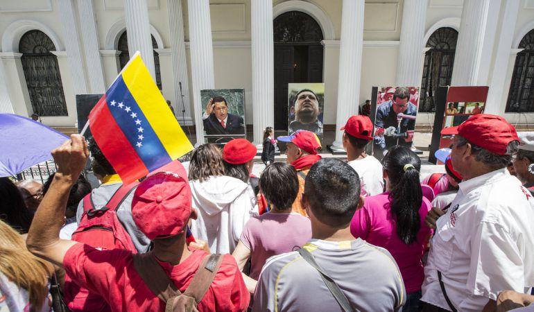 Simpatizantes oficialistas se concentran en apoyo a la instalación de la Asamblea Nacional Constituyente, en Caracas (Venezuela).
