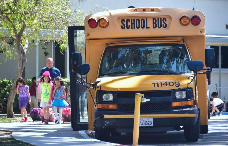 Fotografía de archivo de un autobús escolar en EEUU