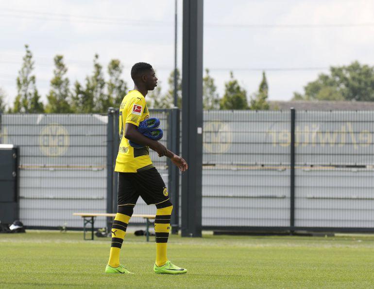 El extremo francés del Borussia Dortmund Ousmane Dembelé asiste este miércoles a una fotografía de equipo en Dortmund