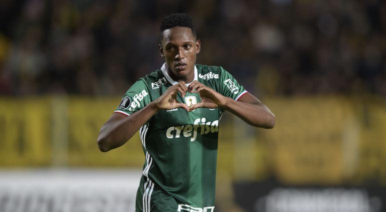 Yerri Mina celebra un gol