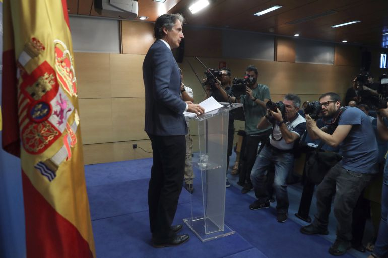 El ministro de Fomento, Íñigo de la Serna, durante la rueda de prensa ofrecida esta tarde al término de la asamblea de trabajadores de Eulen.