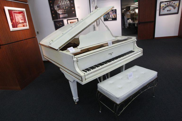 El piano que usó Elvis Presley y que sale a subasta.