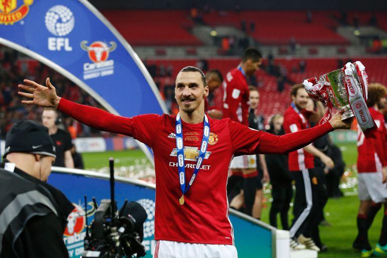 Ibrahimovic celebra el título de copa con el United