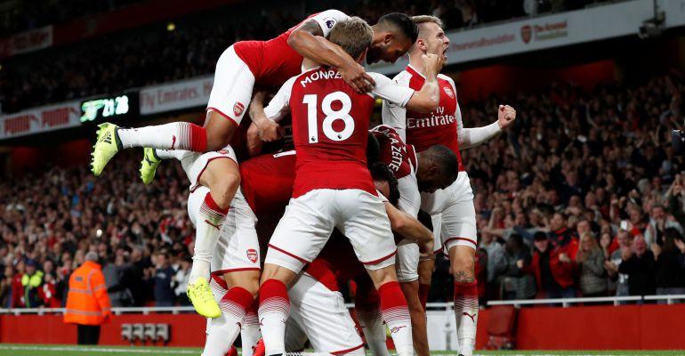 Los jugadores del Arsenal celebran el gol de la victoria
