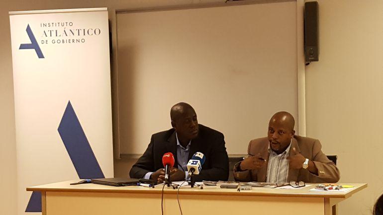 Juan Antonio Madrazo y Fernando Palacios, miembros del comie ciudadanos por la integracion racial en Madrid, en la sede del Observatorio Cubano de Derechos Humanos