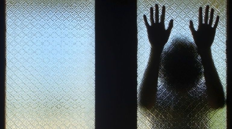Una niña de 10 años, embarazada tras ser violada por su tio.