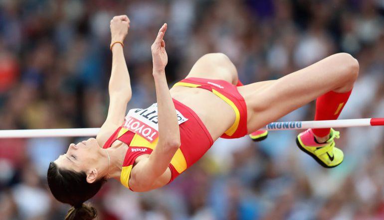 Ruth Beitia, durante la prueba de salto de altura en el Mundial de Londres