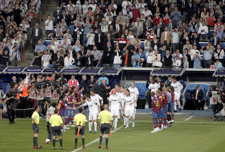 Pasillo del Barcelona al Real Madrid en 2008.