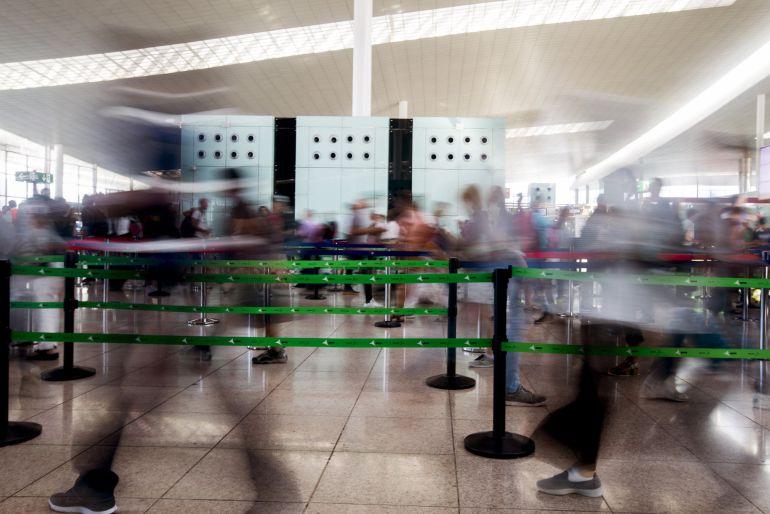 Normalidad en el aeropuerto de Barcelona-El Prat durante la jornada del sábado