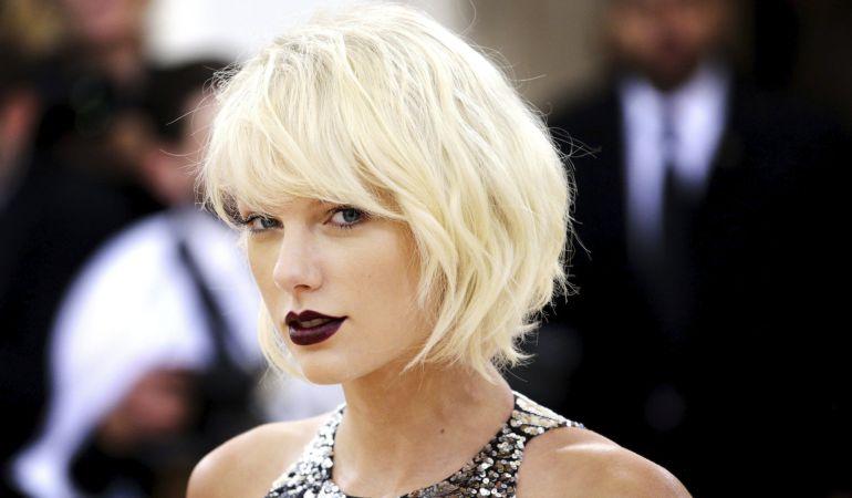 Un jurado en Denver (EEUU) ha considerado que Taylor Swift fue víctima de un manoseo en 2013 por parte del locutor David Mueller, que deberá abonar la compensación simbólica de un dólar que le pedía la famosa cantante de pop.