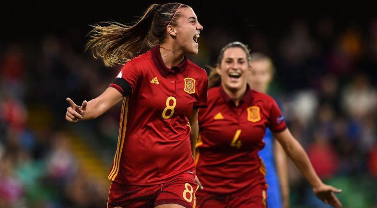 Patricia Guijarro celebra el tercer gol