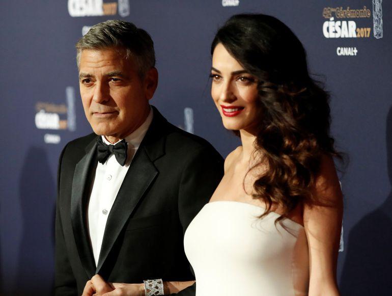 George Clooney y su mujer Amal durante unos premios en París