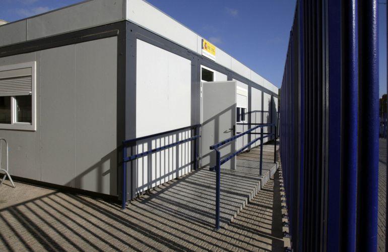 Entrada de la oficina de asilo que gestiona el Cuerpo Nacional de Policía en el puesto fronterizo de Beni-Enzar en Melilla.