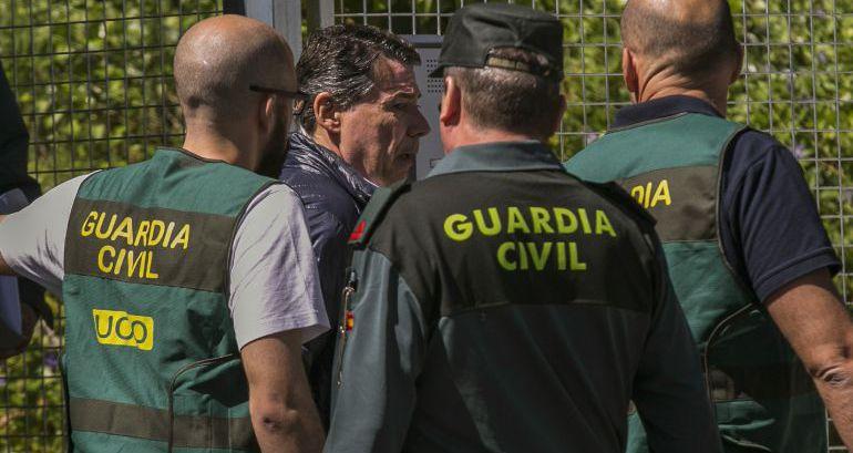 Ignacio González durante su detención el pasado mes de abril